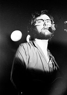 http://static.tvtropes.org/pmwiki/pub/images/220px-gerry_rafferty_4742.jpg