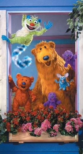 http://static.tvtropes.org/pmwiki/pub/images/Bear_in_the_Big_Blue_House_Cast_6028.jpg