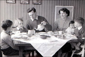 http://static.tvtropes.org/pmwiki/pub/images/Fifties_Family.jpg