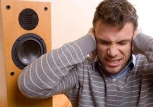 http://static.tvtropes.org/pmwiki/pub/images/Loud_speaker_victim.jpg