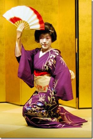 https://static.tvtropes.org/pmwiki/pub/images/Omotenashi-Geisha-Tokyo-Japan_6698.jpg