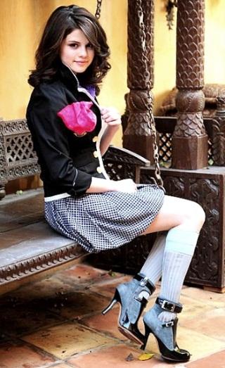 http://static.tvtropes.org/pmwiki/pub/images/Selena-Gomez-fantasy-photoshoot_8955.jpg