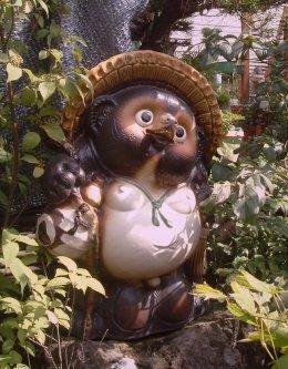 http://static.tvtropes.org/pmwiki/pub/images/Tanuki_statue_8406.jpg