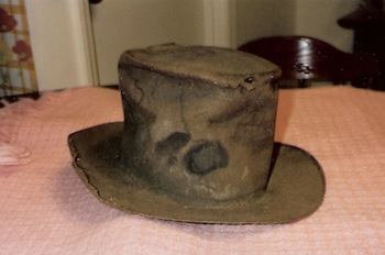http://static.tvtropes.org/pmwiki/pub/images/Wm_Bean_hat_worn_when_killed_in_1864_-_2_2157.jpg