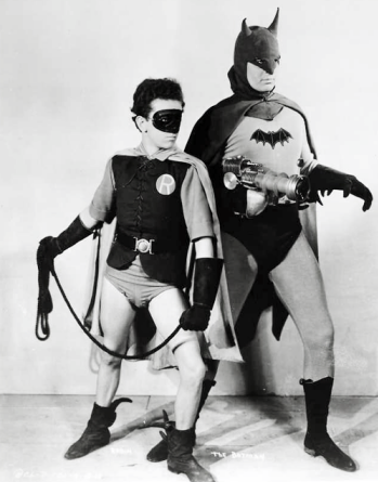 https://static.tvtropes.org/pmwiki/pub/images/batman_and_robin_1943.png