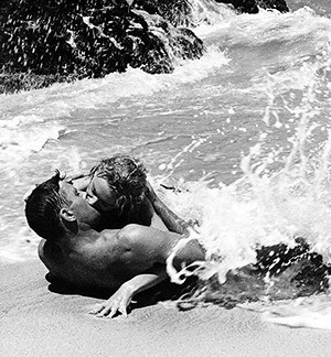 http://static.tvtropes.org/pmwiki/pub/images/beach_kiss.jpg
