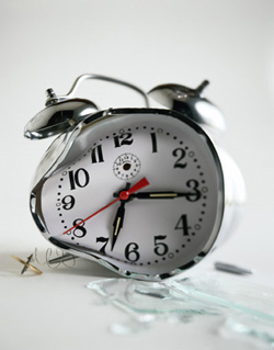 http://static.tvtropes.org/pmwiki/pub/images/broken_clock1_1395.jpg