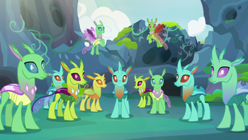 https://static.tvtropes.org/pmwiki/pub/images/changelings_staring_back_at_thorax_s7e17_9.png