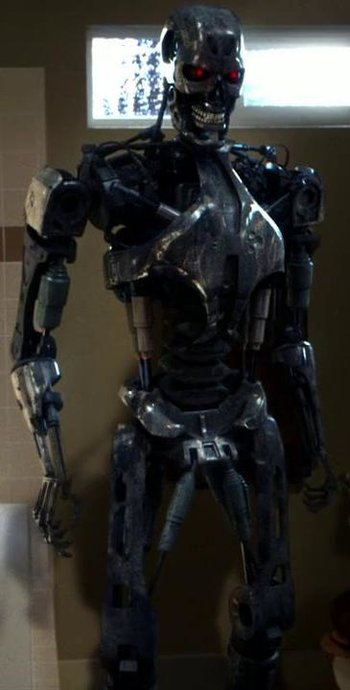 https://static.tvtropes.org/pmwiki/pub/images/cromartie_endoskeleton.jpg