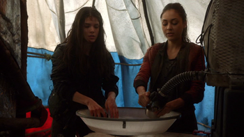 https://static.tvtropes.org/pmwiki/pub/images/day_trip_030_raven_and_octavia.png