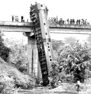 http://static.tvtropes.org/pmwiki/pub/images/derailed_train_455.jpg