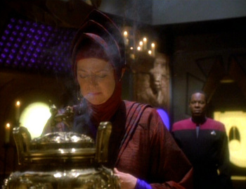 http://static.tvtropes.org/pmwiki/pub/images/ds9_inthehands040.jpg