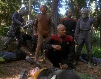 https://static.tvtropes.org/pmwiki/pub/images/ds9_to_the_death_crew_with_jemhadar.jpg