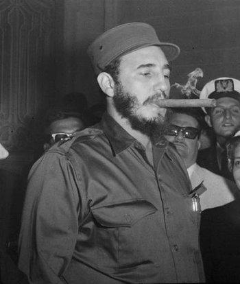 https://static.tvtropes.org/pmwiki/pub/images/fidel_castro_intercambia_con_periodistas_en_las_afueras_de_la_embajada_cubana_en_washington_el_16_de_abril_de_1959_3.jpg