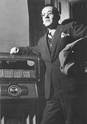 http://static.tvtropes.org/pmwiki/pub/images/glenn_miller_leaning_against_a_jukebox.jpg