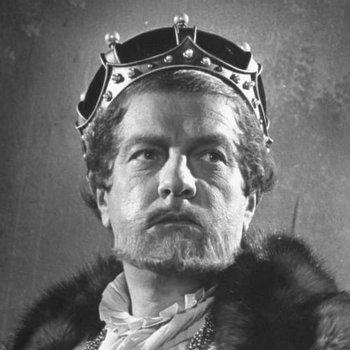https://static.tvtropes.org/pmwiki/pub/images/king_claudius_hamlet.jpg