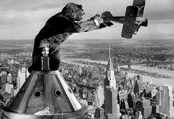 https://static.tvtropes.org/pmwiki/pub/images/king_kong_airplane.jpg