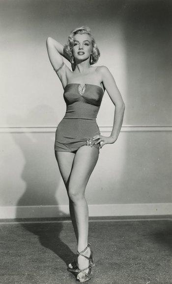 https://static.tvtropes.org/pmwiki/pub/images/marilyn_monroe_head_and_hip_pose_6.jpg