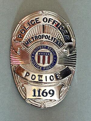 https://static.tvtropes.org/pmwiki/pub/images/movie_prop_la_generic_police_badge.jpg