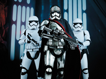 https://static.tvtropes.org/pmwiki/pub/images/phasma_stormtroopers.png