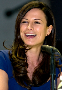 http://static.tvtropes.org/pmwiki/pub/images/rhona_mitra_straighten_colors.png