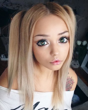 http://static.tvtropes.org/pmwiki/pub/images/smokey_anime_eye_makeup.jpg