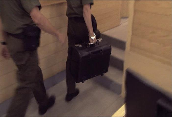 https://static.tvtropes.org/pmwiki/pub/images/tcs2e01_briefcase.jpg