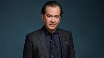 https://static.tvtropes.org/pmwiki/pub/images/timothy_hutton_fox_getty_images_20081928_1280x0.jpeg