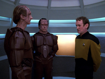 https://static.tvtropes.org/pmwiki/pub/images/tng_the_wounded_hd_115.jpg