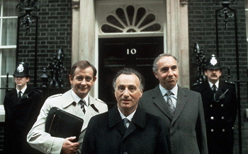 https://static.tvtropes.org/pmwiki/pub/images/yesminister_10downing.png